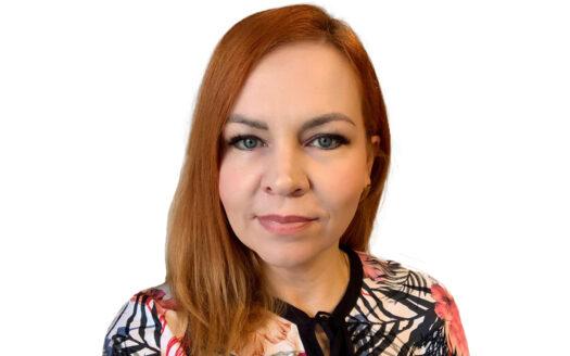 Sárközi Anikó fehérháttér